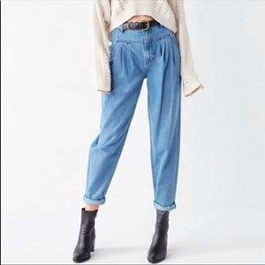 🆕UO BDG High Rise pleated carrot Jean